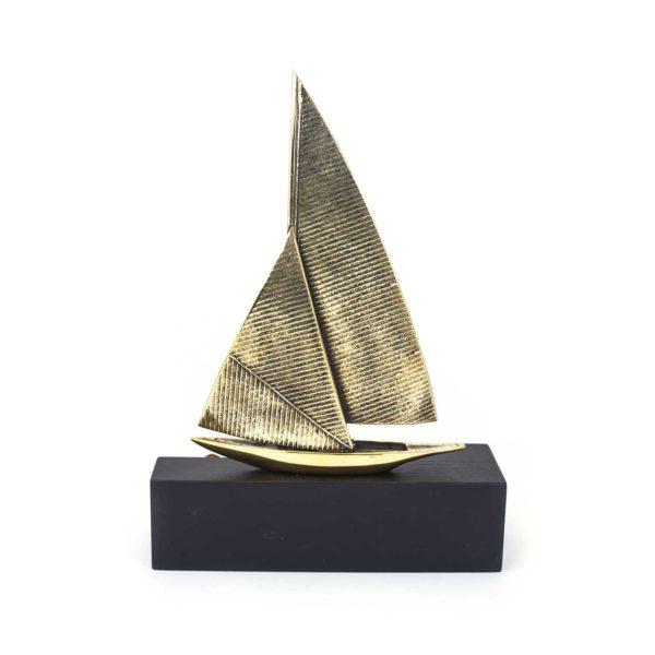 amber-figure-the-boat2-back
