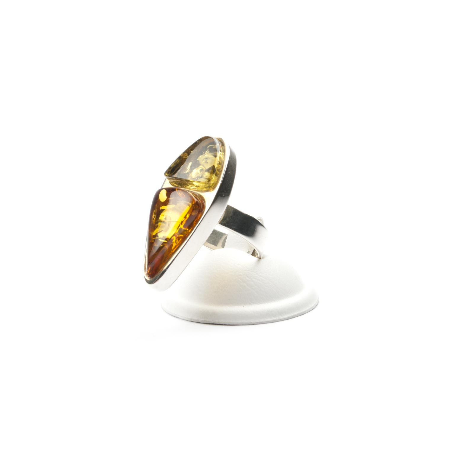 "Silver Ring with Natural Baltic Amber ""Beutenica"""